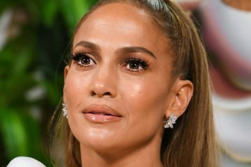 Jennifer Lopez cries over 'Hustlers' Reviews in Emotional Video
